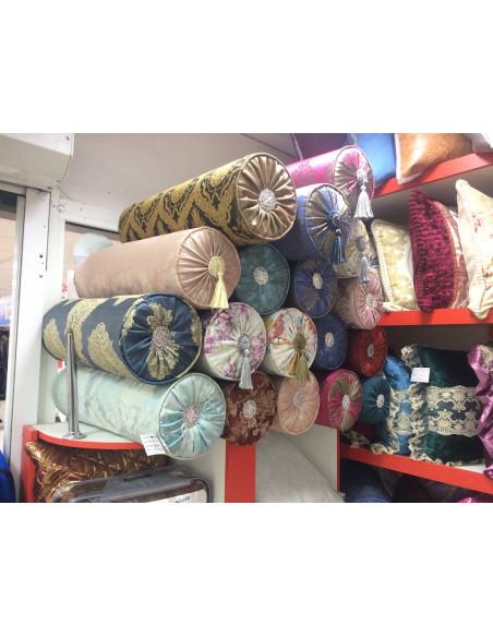 Цилиндрическая подушка на диван (вариант 10)